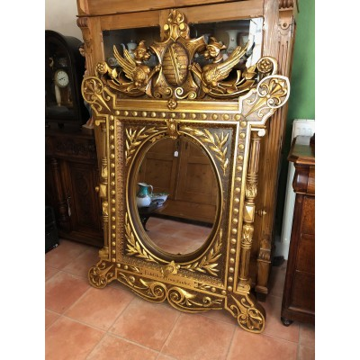 Majestätischer goldener Spiegel