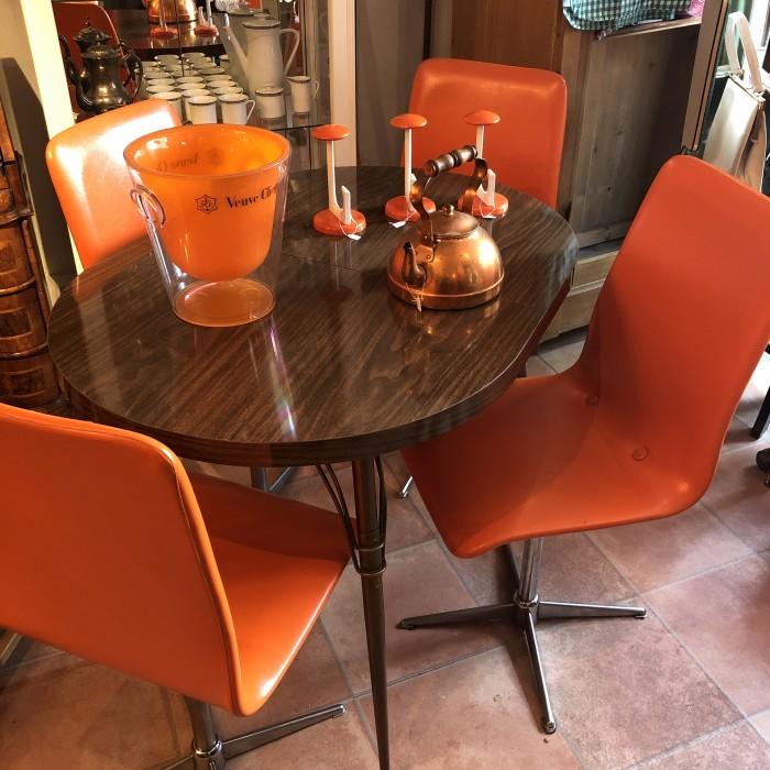 Art Déco Tischgruppe in orange